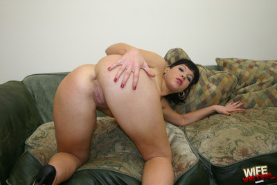Savoury assed blackhaired wife aspire just blow heavy ebony shlongs