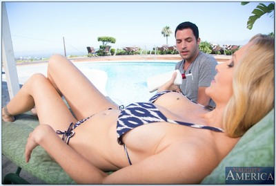 Fairy MILF with rough milk shakes Julia Ann attains slammed by the pool