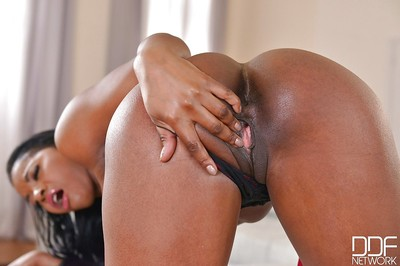 Spectacular ebon MILF Jasmine Webb shows off her yummy untamed body