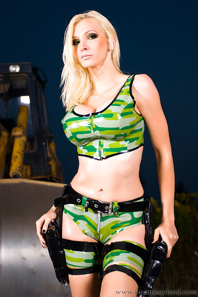 Susan Wayland in Military Control Fairy Bombshell in Latex with 74 brilliant latex pictures.