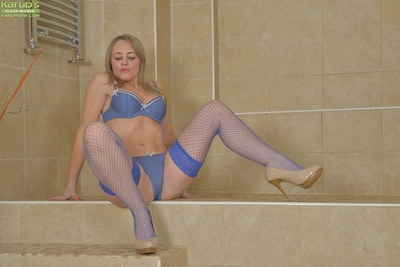 Leggy blonde sweetheart Sofia Rae fondling colossal pointer sisters during playing with dick in shower-room
