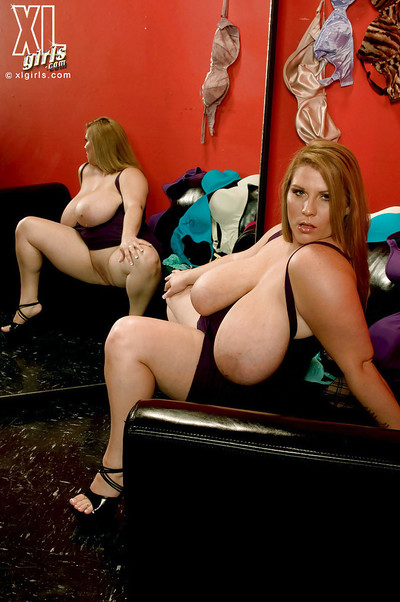 Glamorous fatty Renee Ross tries on untamed sexy pants in tummy of the mirror