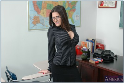 Sizzling MILF advisor in glasses Austin Kincaid flaunting exposed in kind