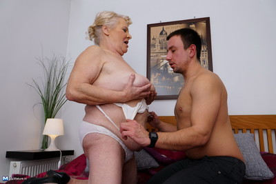 Ripe bbw playing with her implement stud sub