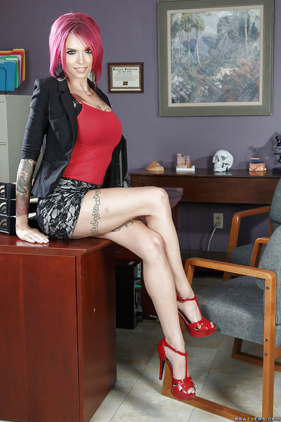 Redhead secretary Anna Bell Peaks removes clothes heavily inked body