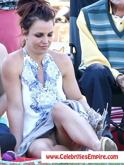 Britney spears  watch her body in appealing bikini