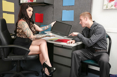 Tattooed cougar milf Lollipop Danika has her enormous milk shakes teased despite the fact very
