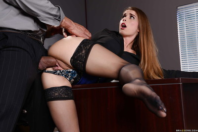 Appealing brunette hair chicito Bunny attains cum-hole bonked on the desk in the office