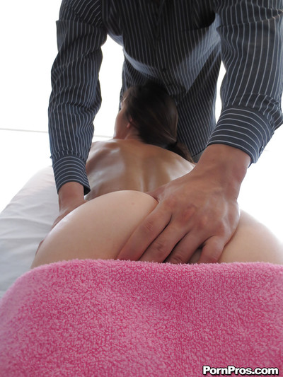 Unbelievable giant arse and mangos dark brown Holly giving a sloppy facefucking