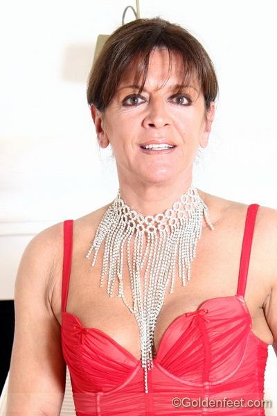 Depraved UK woman Lady Sarah exposing love button even as vaginal close ups