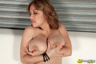 Ripe lady squizing her enormous breasts