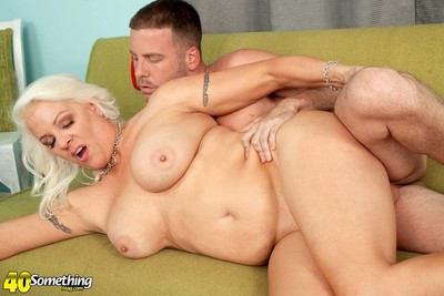 Sexual older milf veronica vaughn astonishingly her twat heavy