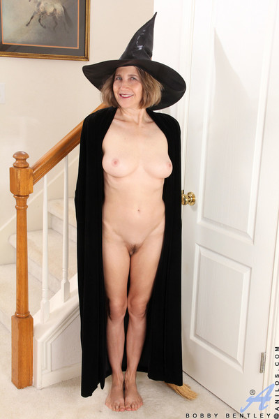 Witchy ripened casts a spell to harden your dong