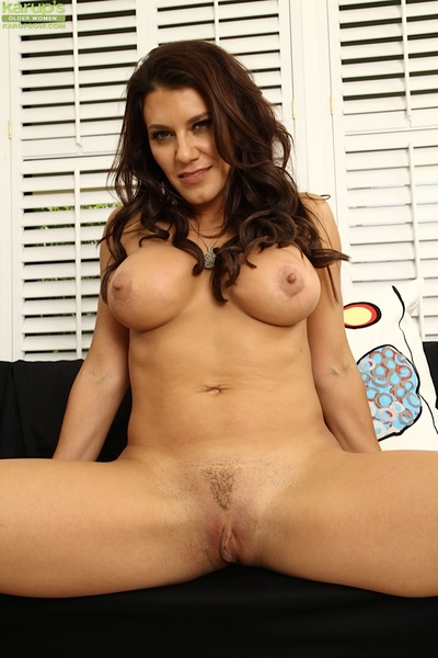 Perfect trimmed fur pie dark brown milf Leena wanking her cage of love