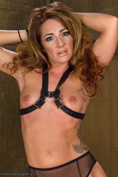 Savannah fox craves her body to be sold and her holes used to please her amateur mast