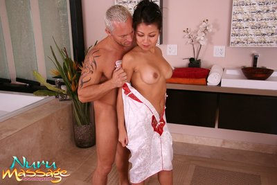 Sodden wench Jackie Lin is pounded by a extraordinaryly sexually aroused and raw customer