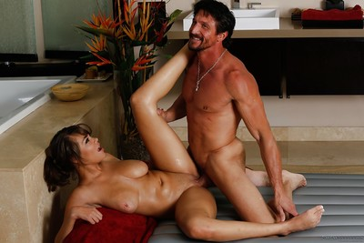 Lalin girl Cassidy Banks gives massage and plays with his massive wang