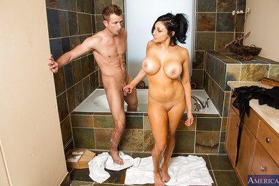 Audrey Bitoni enjoying a savoury dagger in a moist baths with soapy water