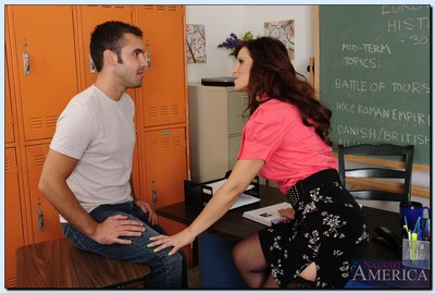 European daddy Syren De Mer attains shagged and facialized by her student