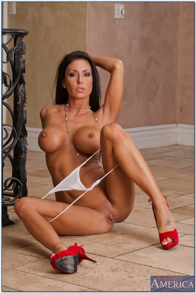 Extraordinaryly damp wife Jessica Jaymes exposing taut apple bottoms and round bazookas