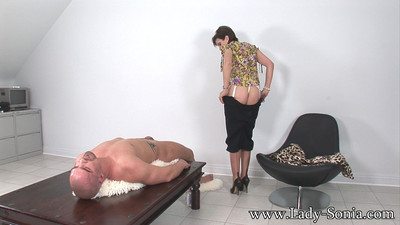 Oiled giant breasts milf lady sonia giving hand gig