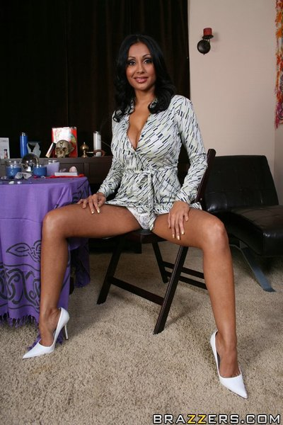Wild Indian MILF Priya Anjeli Rai is posing bare with her gentile swell