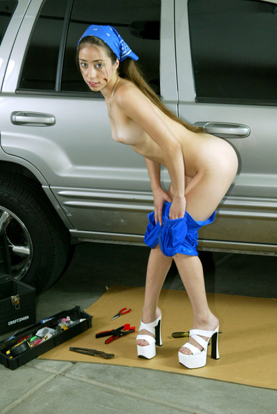 Black haired dear gets undressed to show her wet crack