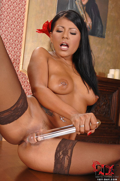 Hawt Latin hottie Yoha With A Glass Fake penis