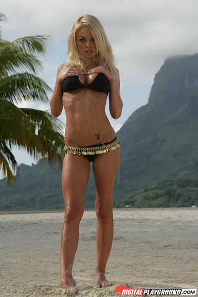 Blond Jesse Jane demonstrates her great as mother gave birth body on the cam