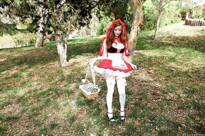 Marvelous adolescent Nikki Rhodes takes garments off to show her bazookas outdoor