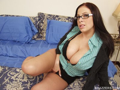 Clammy hotty with giant meatballs Gianna Michaels expands her wastes