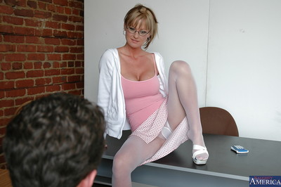 Hardcore fuck of a rounded milf babe in extreme glasses Allison Kilgore