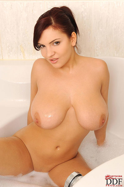 Sweet Lana Ivans with major mambos is playing with she is in the shower
