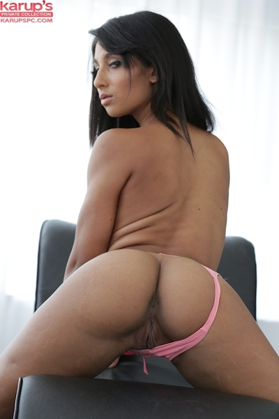 Latin hottie young princess Ria Rodriguez unveils her young a-hole in close up