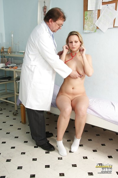 Samantha Jolie visited her doctor and showed yummy cage of love