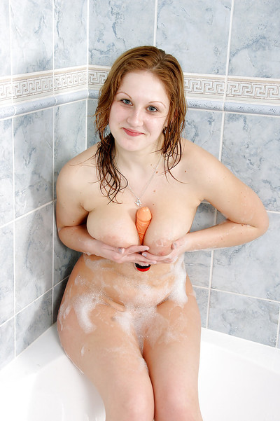 Fatty juvenile princess with slag love muffins pleasing a shower and toying her bald slit