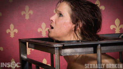 Sweaty cougar pitiless penetrated by milf and daddy!