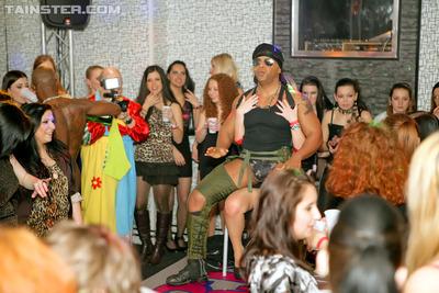 Intoxicated dancing honeys engulfing inflexible schlongs in public