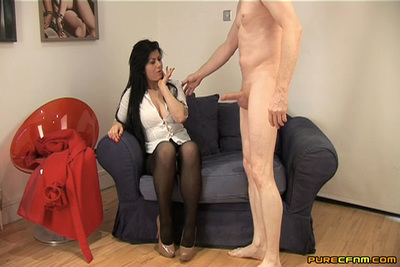 Stallion tricks his spectacular amateur foreign lodger loves letting him fuck her brains out