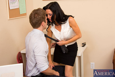 Veronica Avluv is leaving her innovative employer to commence her own company and this chick would love to bring her favorite employee with her. This boy hesitant to twosome her, but Veronica has a extraordinary immediate ancillary to lend a hand beguile
