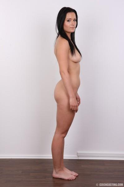 Charming dark hair in casting fotos