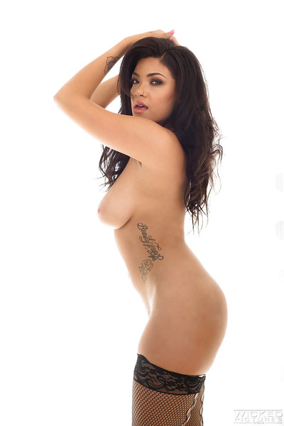 Brown hair model Cassidy Banks makes public colossal pornstar mangos and furry snatch