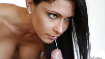 Jessica Jaymes is swallowing this sodden jock in deepthroat style