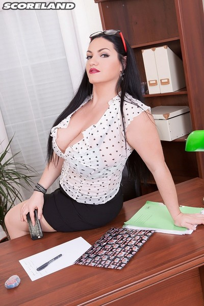 Naturally rounded office model with swine love melons