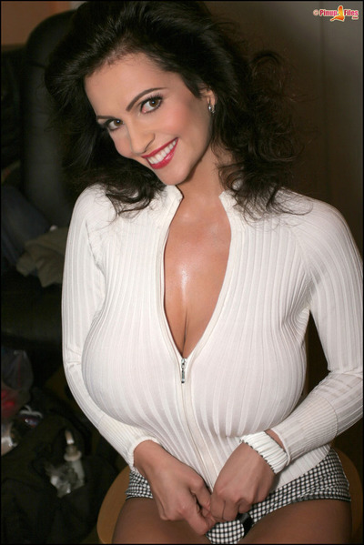 Cute brown hair cutie Denise Milani adores posing in underclothing