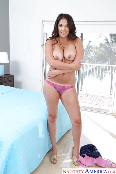 Lalin girl MILF Jessie Jett has the stoops any real woman must have