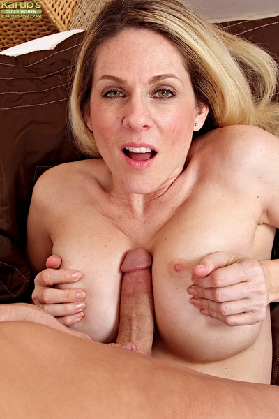 Juggy cougar gives a nooky with scrotum licking and gains shagged heavy