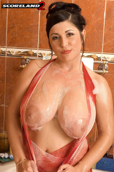 Natalie Gives U A Ringside Seat To Her Soapy Washroom