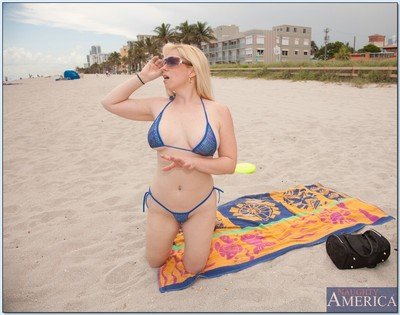 Extra-weighed bikini MILF Cameron Keys hooked on the beach and screwed