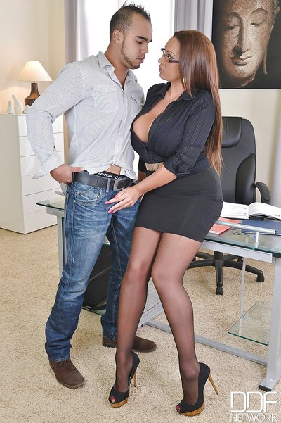 European big-tit secretary in glasses Emma Apple bottoms is engulfing a rod